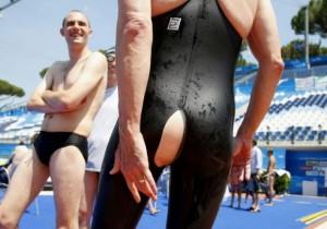 costume-nuoto-rotto