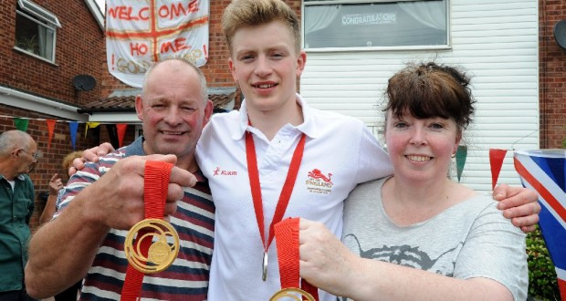 adam-peaty-with-grandfather