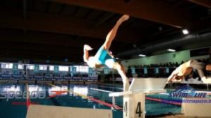 track-start-swimming